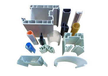 What is the difference between plastic profile injection molding and blow molding?
